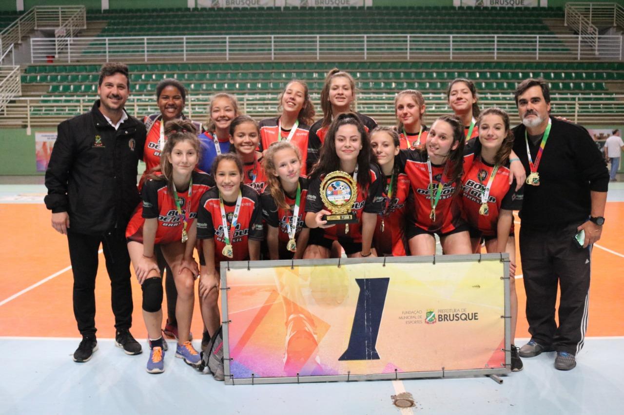 Paquetá e São Luiz vencem handebol e basquete dos Jogos Escolares de Brusque