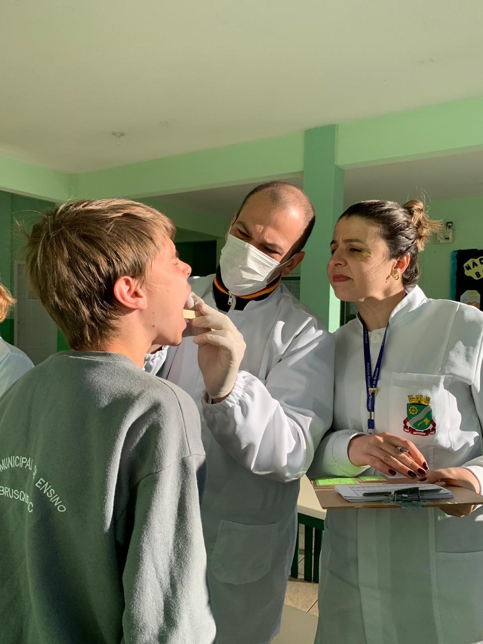 Levantamento Epidemiológico da cárie dental vai percorrer educandários de Brusque até outubro