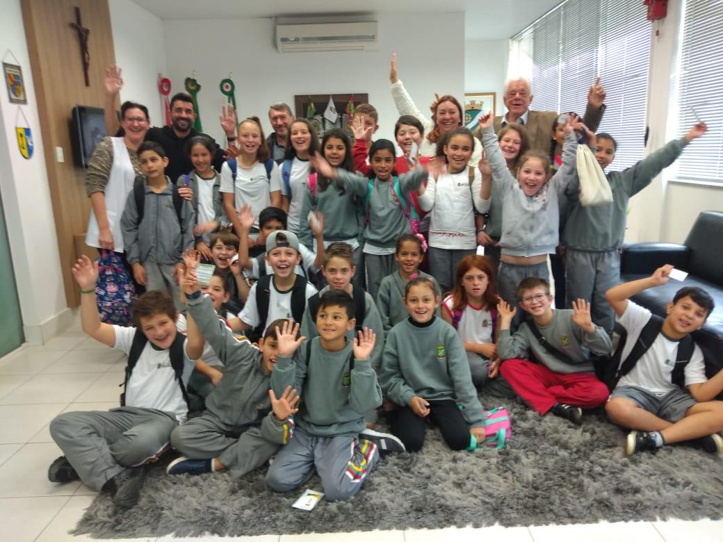 Alunos da Escola Carlos Moritz visitam prefeito