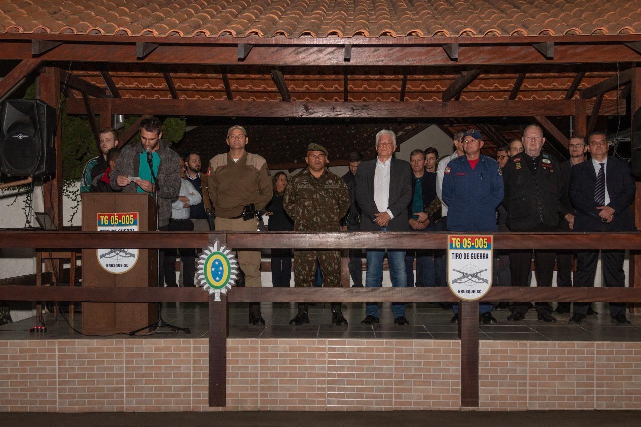 Tiro de Guerra realiza visitas em escolas e cerimônia de entrega da Boina