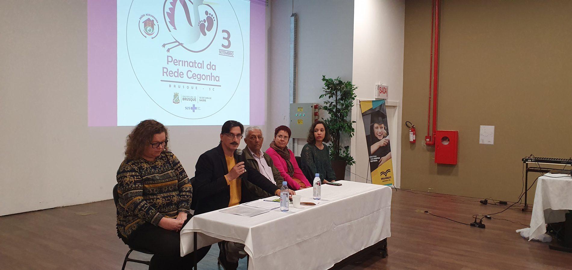 Fórum Perinatal realizado em Brusque, com profissionais da região da AMMVI, discutiu ações para ampliar o atendimento da rede cegonha