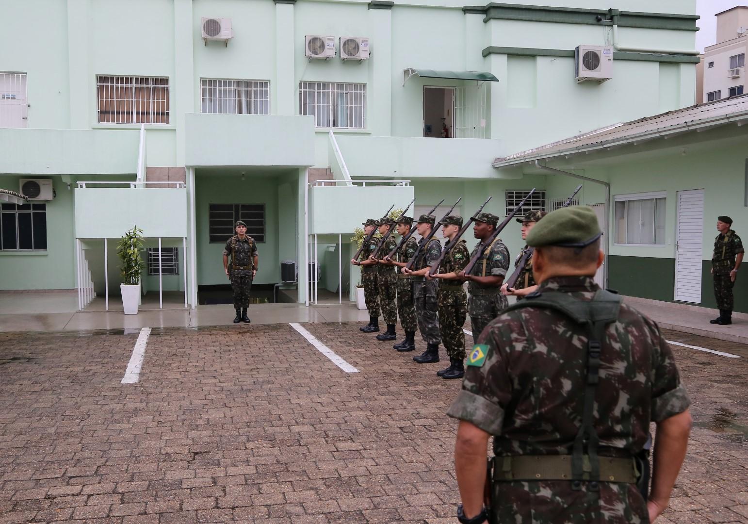5ª Região Militar inspeciona o Tiro de Guerra