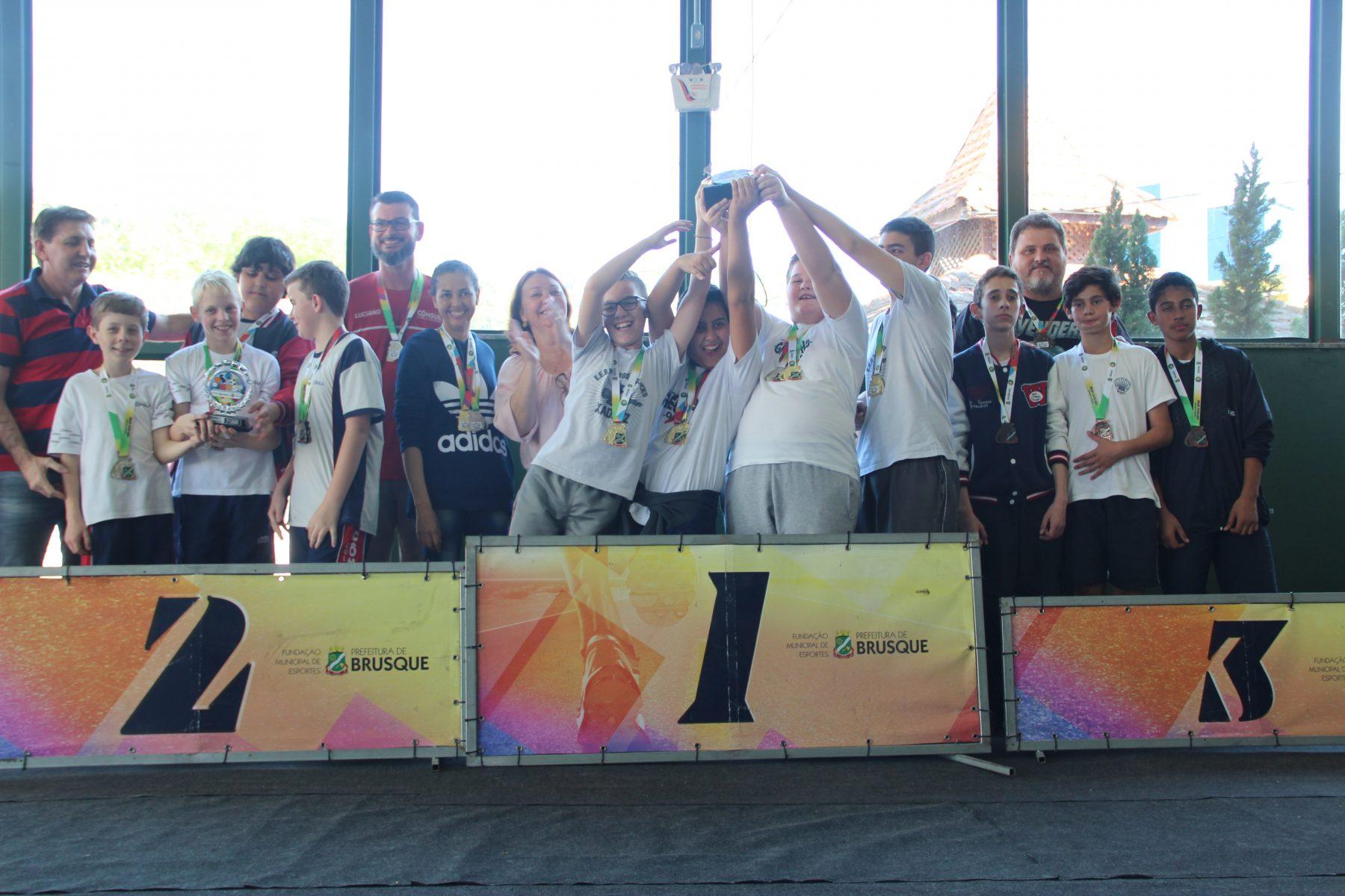 Jogos Escolares de Brusque finalizam com finais do xadrez, voleibol e futsal feminino
