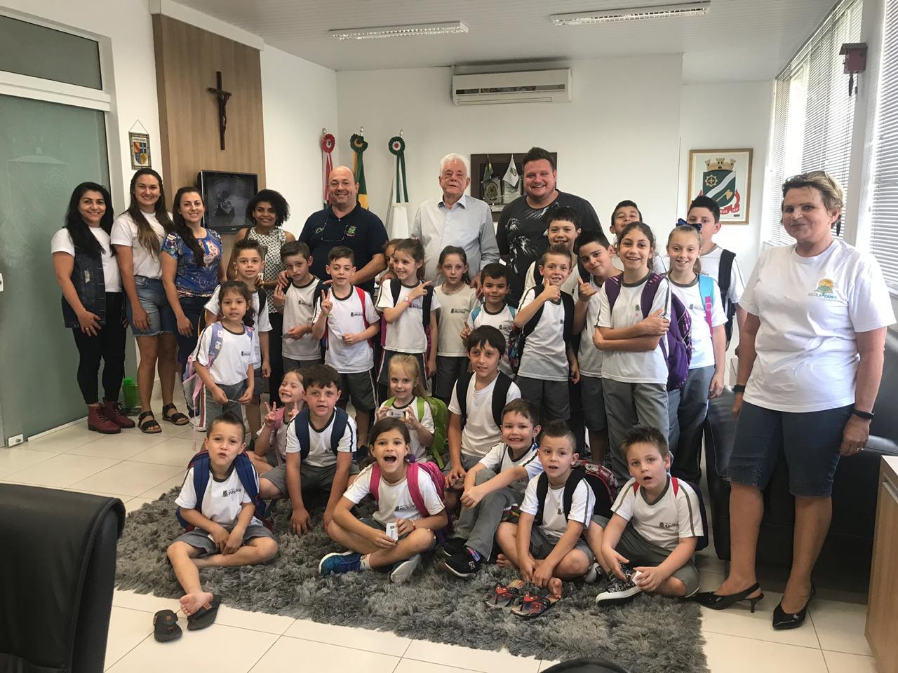 Alunos da Escola Edith Gama Ramos visitam o gabinete