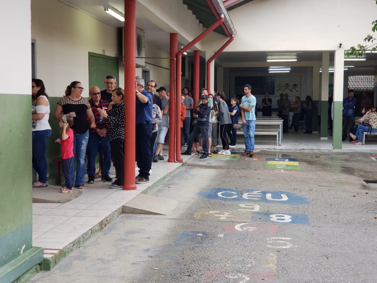 6824 brusquenses participam de primeira eleição para conselheiros tutelares com urnas eletrônicas em Brusque