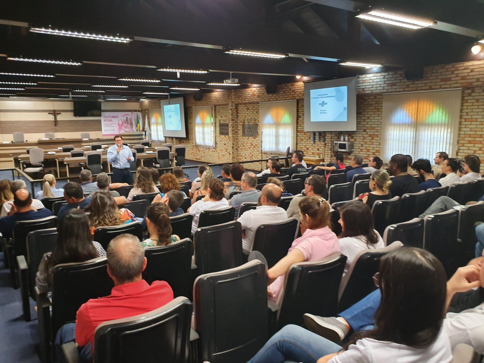 Servidores de todas as Secretarias Municipais de Brusque participam de capacitação sobre Termo de Referência