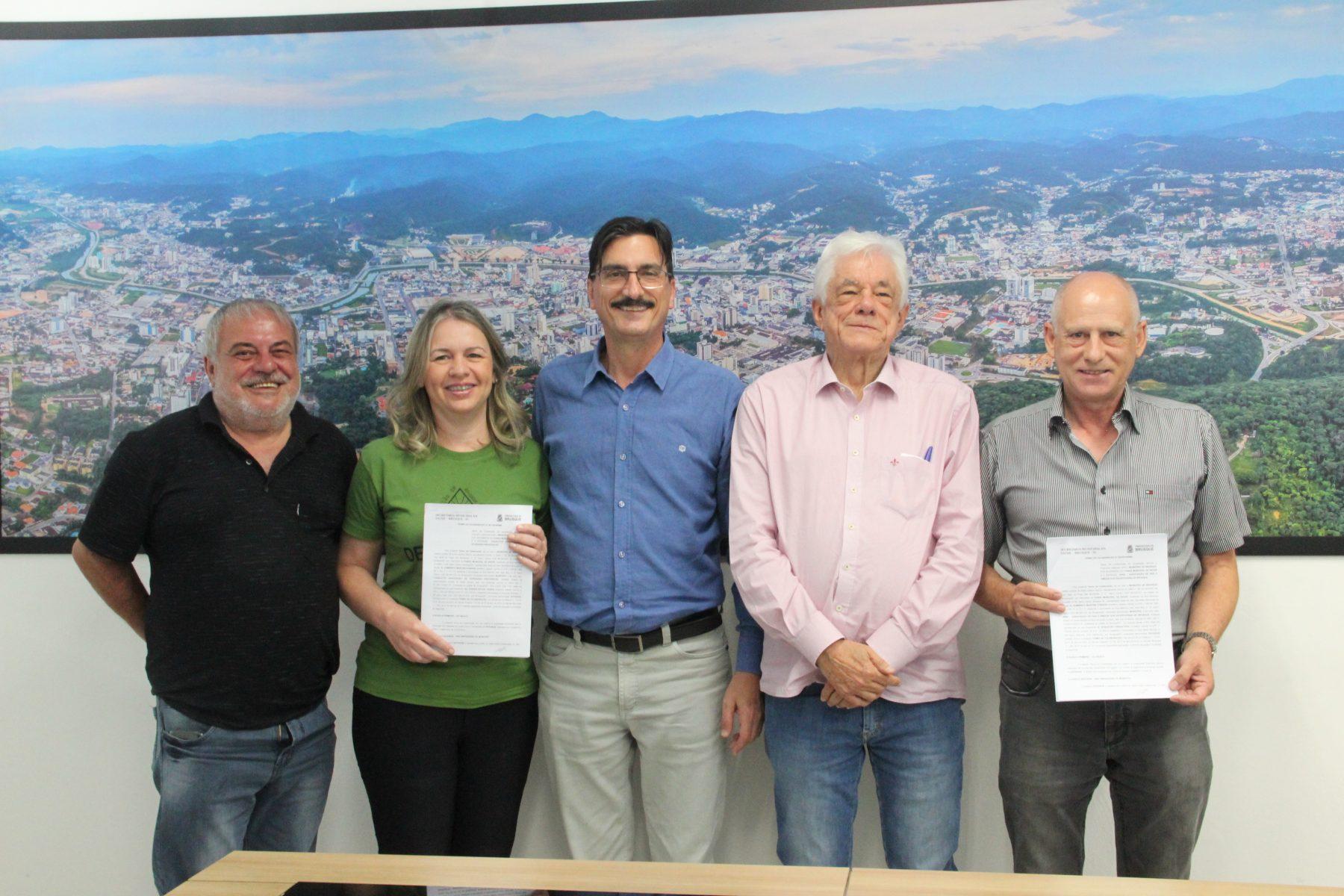 Prefeitura de Brusque libera recursos de convênios para APAE e Escola Charlotte