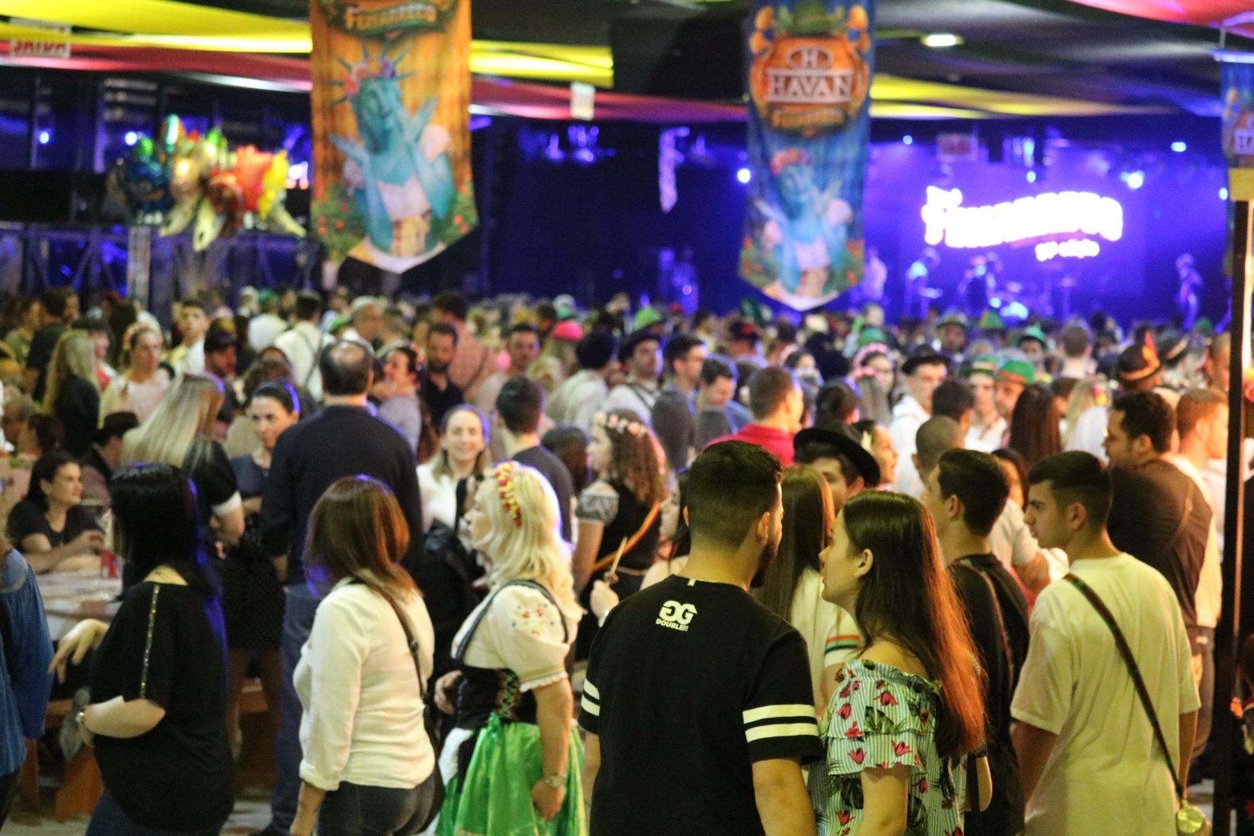 Mais de 12 mil pessoas passam pelo Pavilhão da Fenarreco na primeira noite de festa