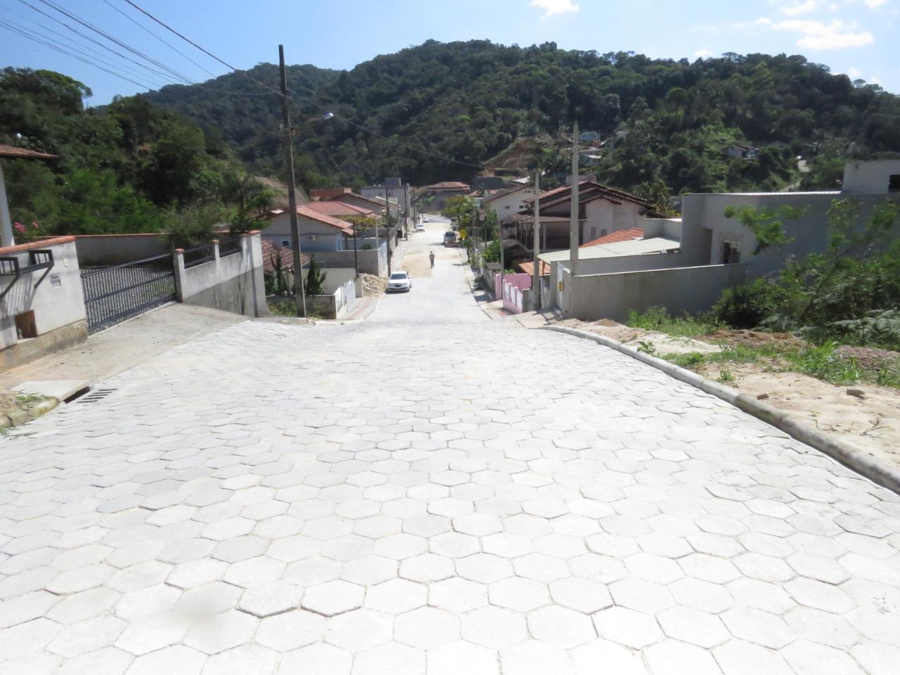 Rua Bento Meschke recebe pavimentação