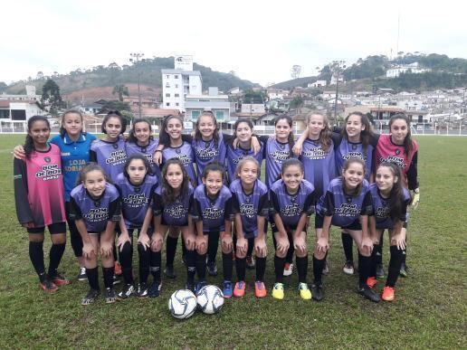 Escola Paquetá classifica time de futebol feminino para fase estadual do Moleque Bom de Bola