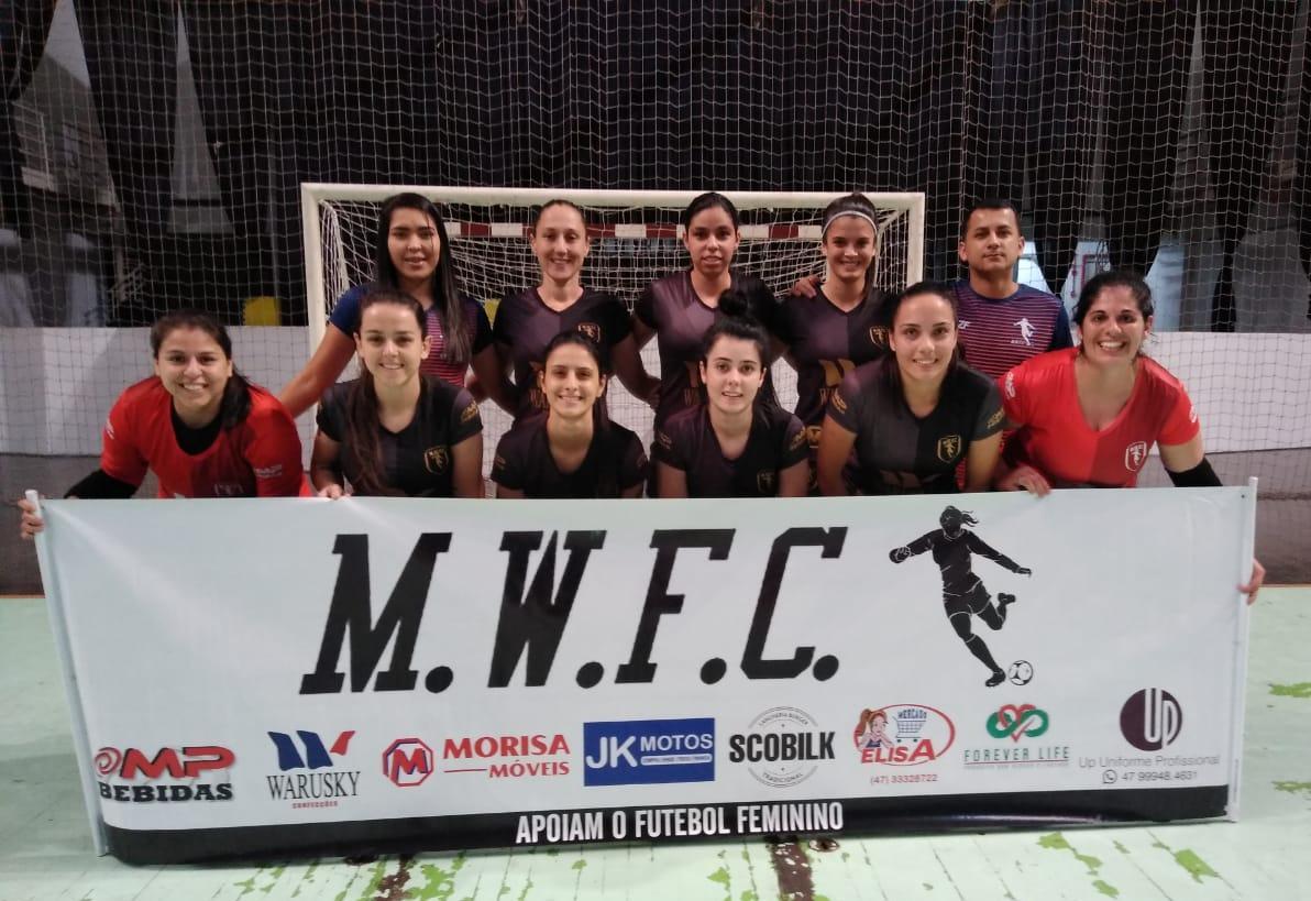 M.W.F.C e Nova Era largam com vitória no Municipal de Futsal Amador Feminino de Brusque