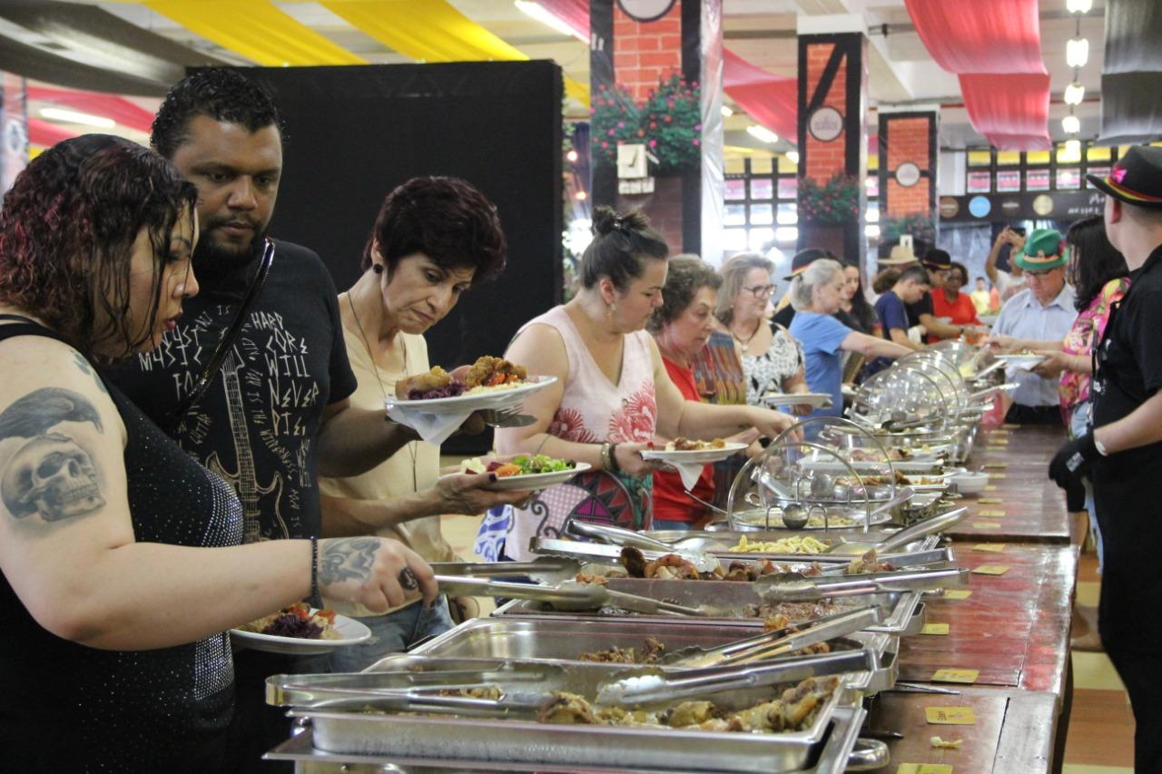 Fenafesteiros já consumiram mais de cinco mil pratos típicos e buffets