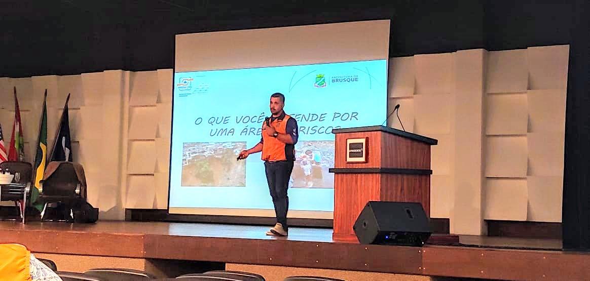 Defesa Civil de Brusque participa do Primeiro Seminário Catarinense de Educação em Redução de Riscos e Desastres