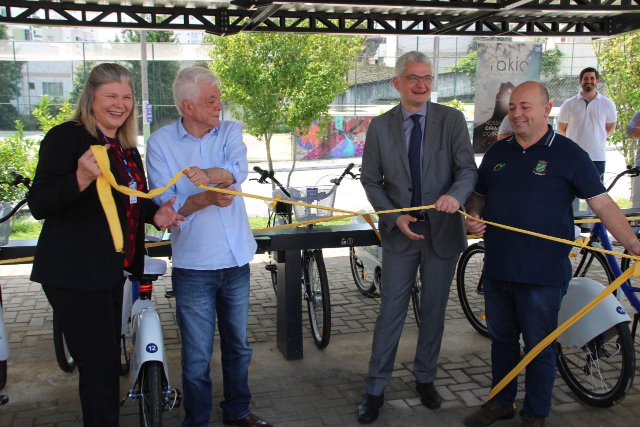 Prefeitura de Brusque inaugura Sistema de Compartilhamento de Bicicletas – Bbike e Estações Fotovoltaicas
