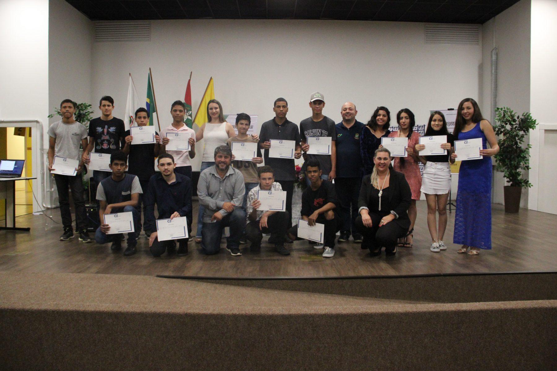 Programa de Iniciação ao Trabalho forma novos jovens em Brusque