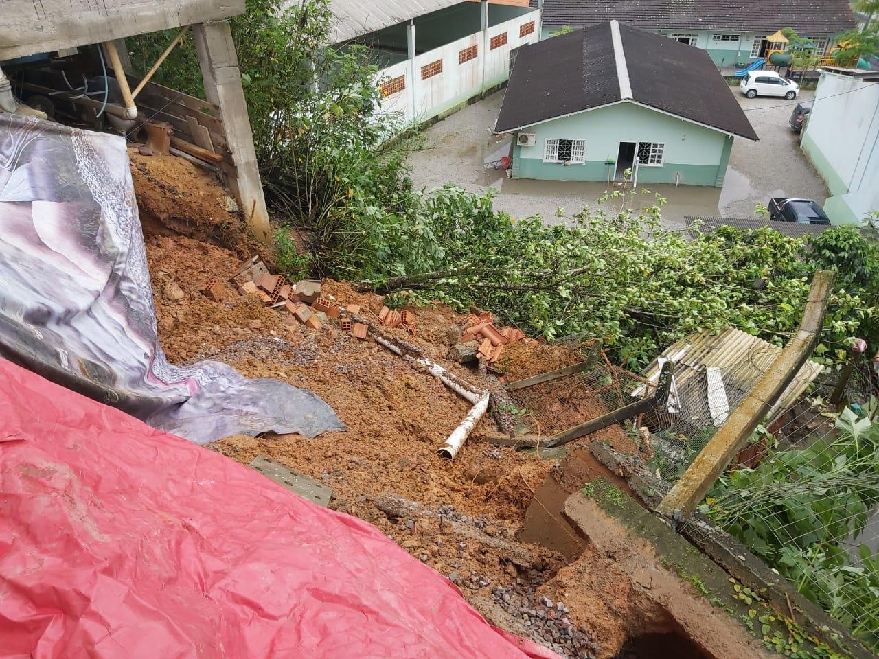 Deslizamentos são atendidos pela Defesa Civil de Brusque