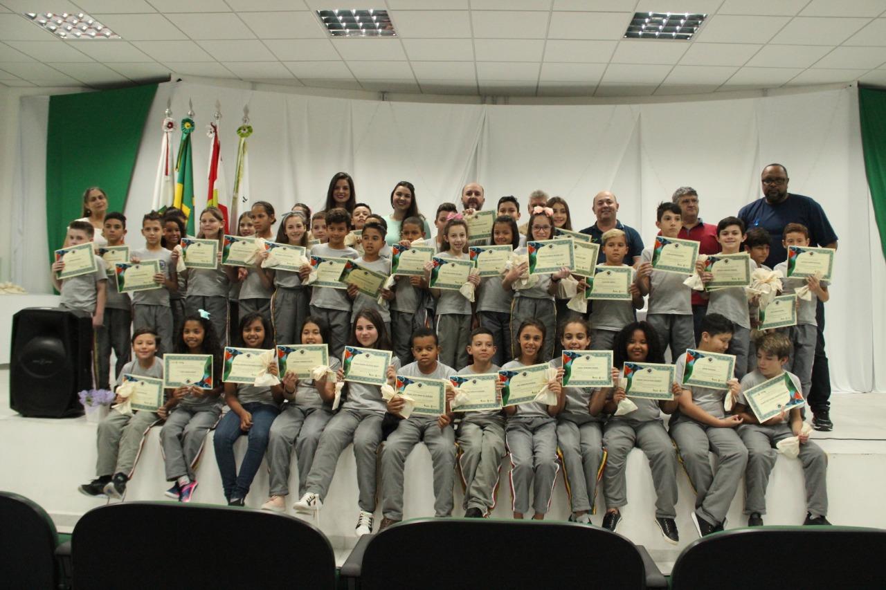 Fundema realiza formatura do projeto Sairinhas