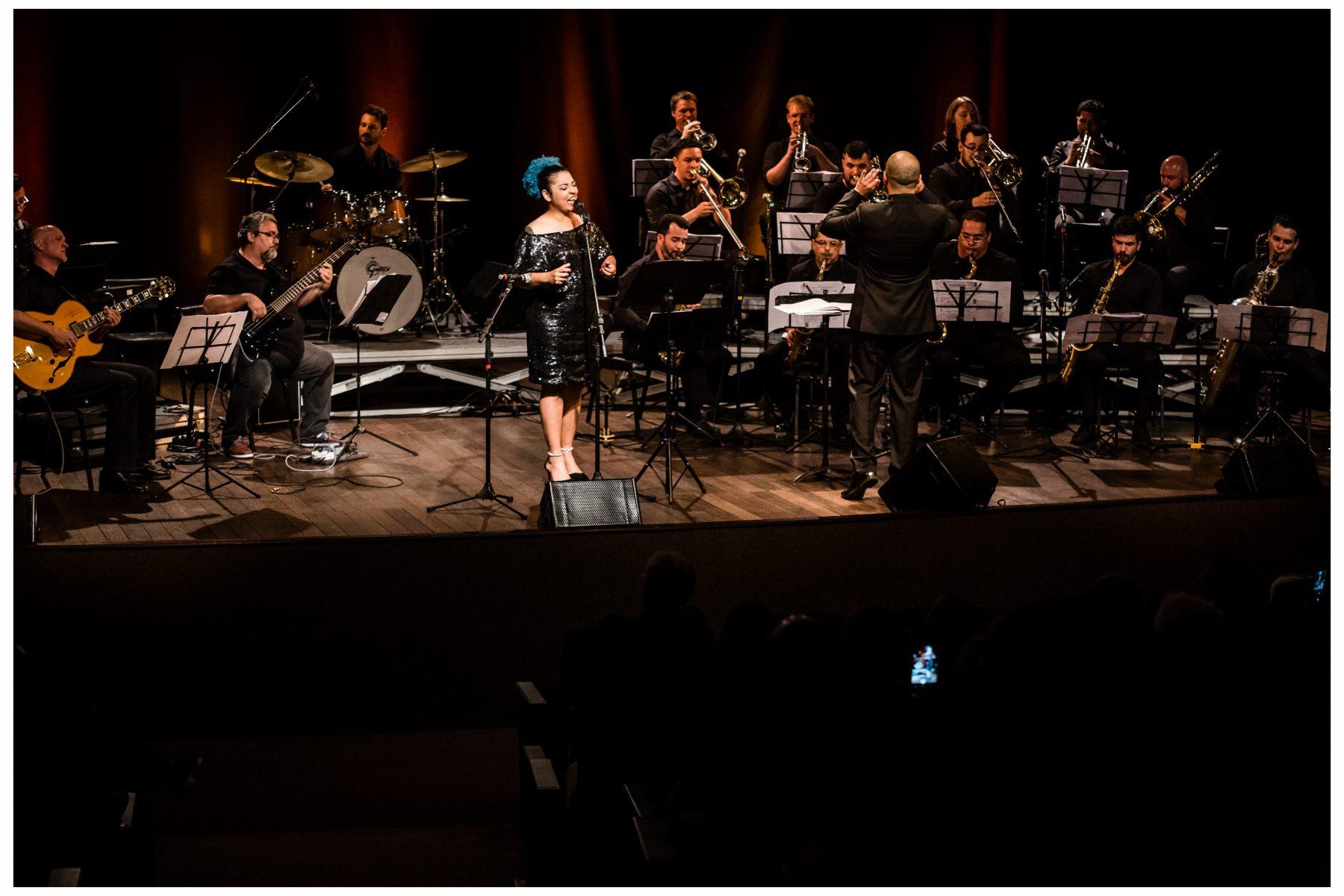 Público lota teatro do CESCB para última apresentação da Big Band Brusque em 2019