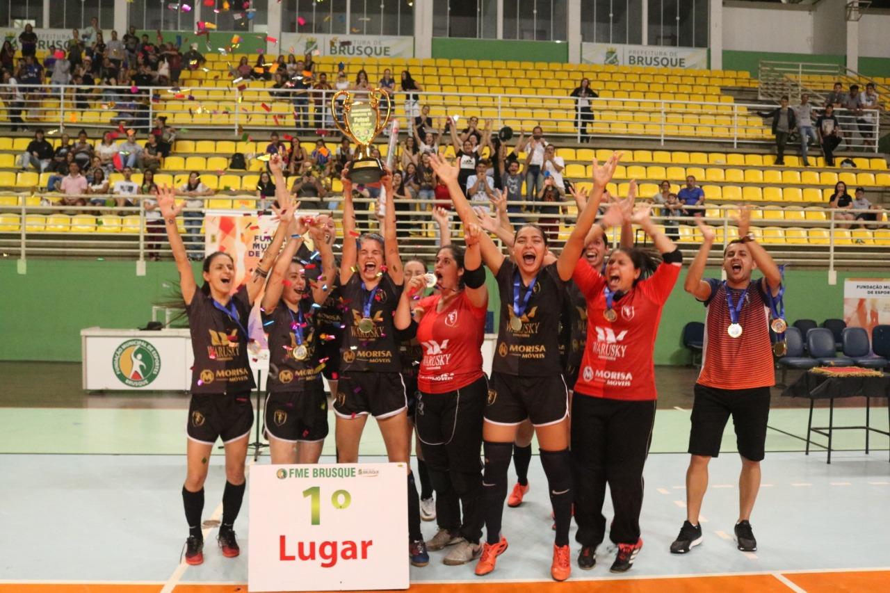 """""""Craque EsporteSC"""". Veja quais foram as melhores atletas do Municipal de Futsal Feminino de Brusque em 2019"""