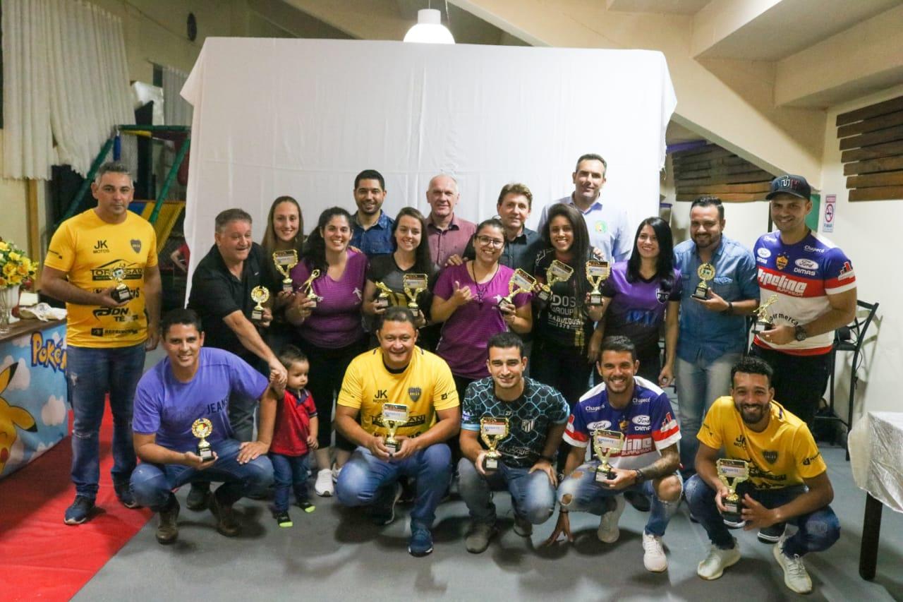 """Em noite de confraternização, atletas recebem o prêmio """"Craque EsporteSC 2019″"""