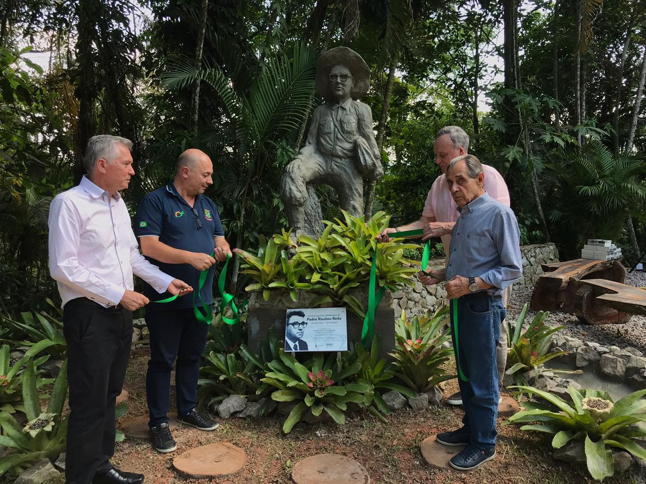 Inaugurado o monumento em homenagem ao padre Raulino Reitz