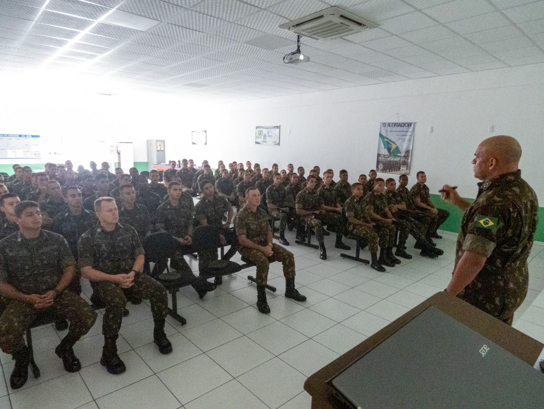 Tiro de Guerra recebe visita do curso de formação de sargentos