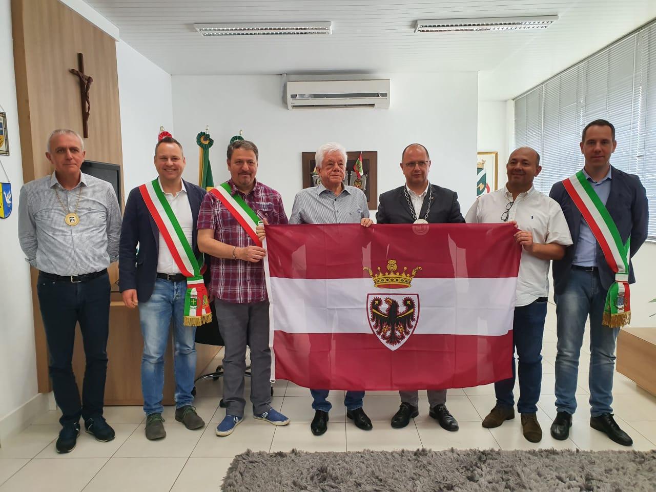 Comitiva de prefeitos da região de Trento, na Itália, visita a cidade de Brusque