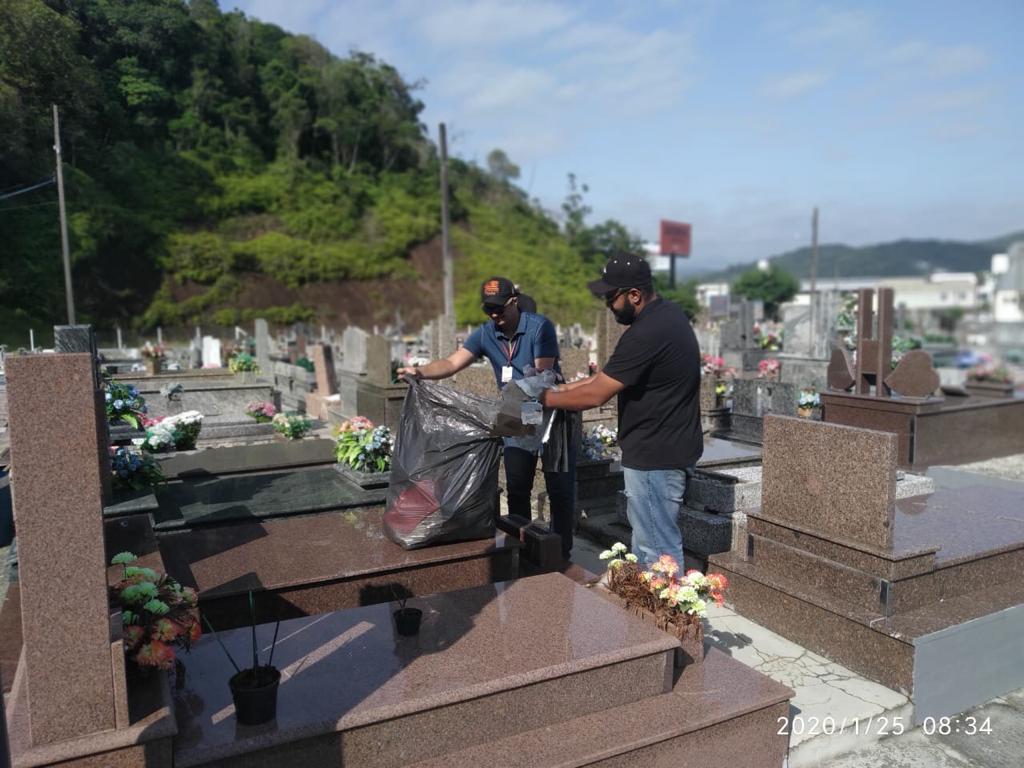 Cemitérios são vistoriados em ação do programa de combate a Dengue