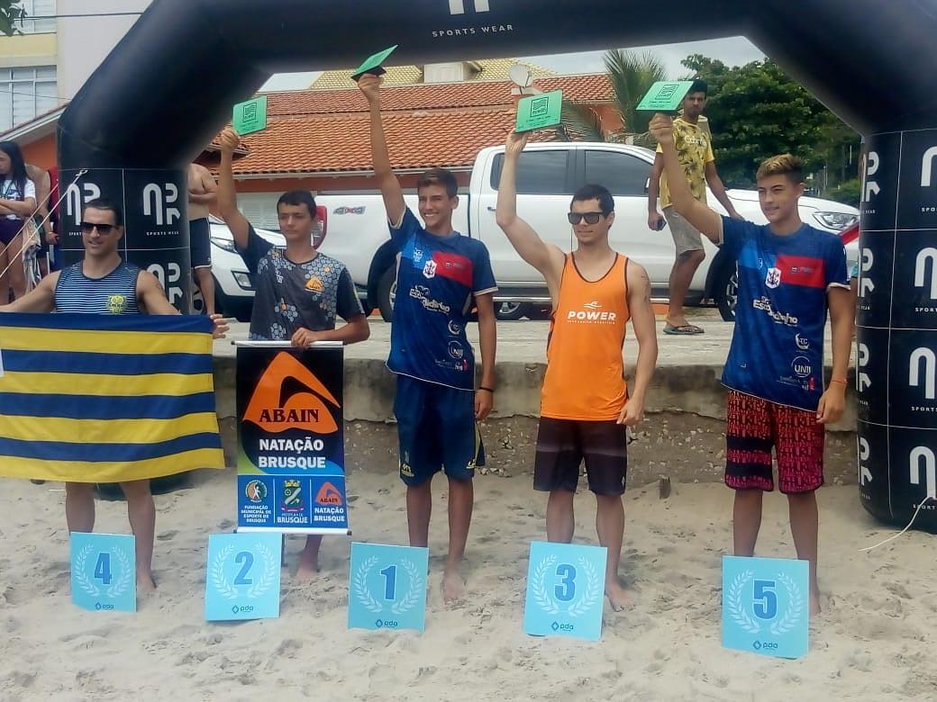Nadador de Brusque conquista o segundo lugar em travessia na Praia de Cabeçudas