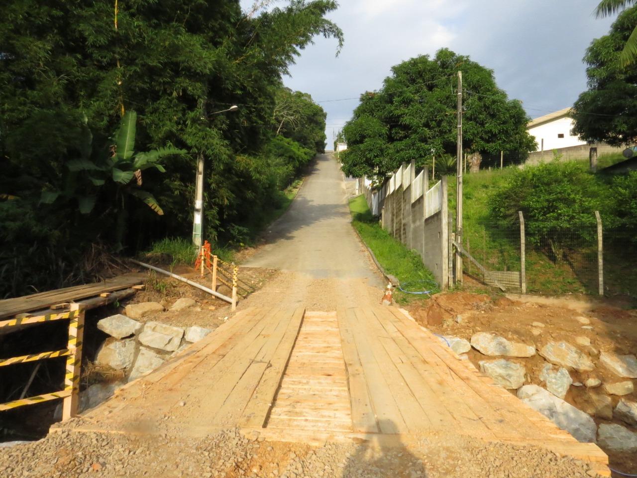 Prefeitura reconstrói três pontes