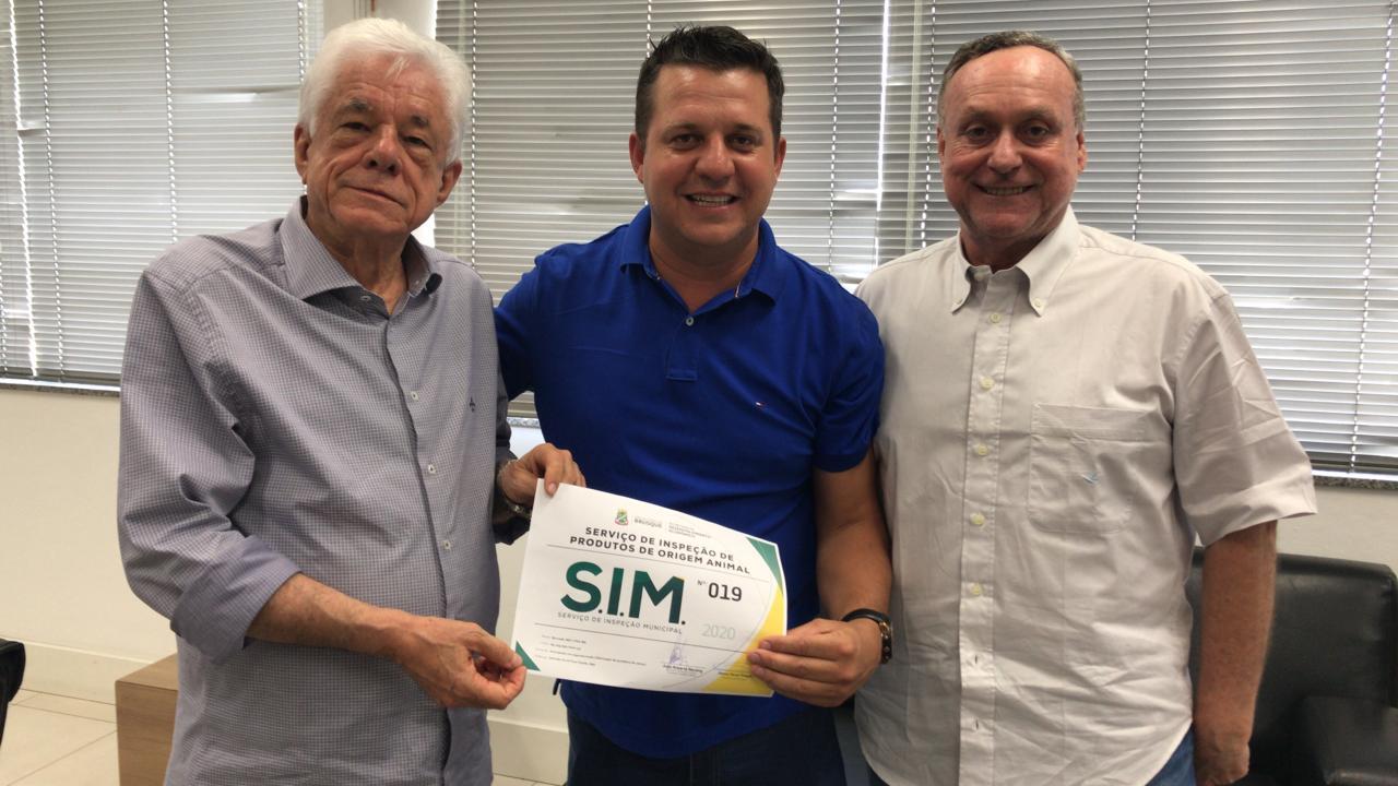 Mercado do bairro Poço Fundo recebe certificado do Serviço de Inspeção Municipal (SIM)