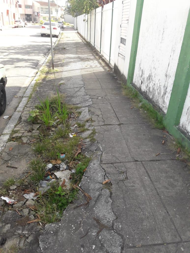 Calçadas geram reclamações da comunidade