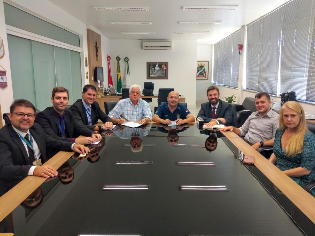 Executivo e CEF se reúnem na Prefeitura