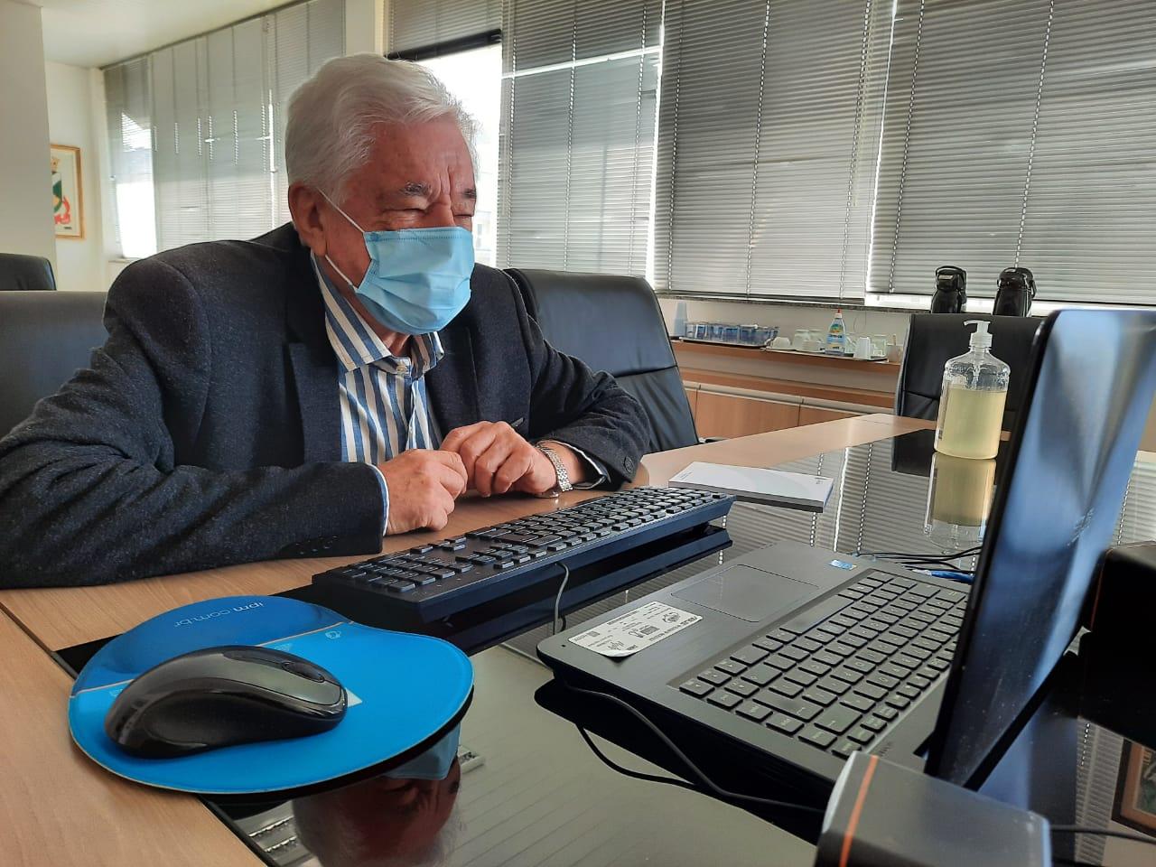 Prefeito de Brusque debate descentralização das ações de combate ao Coronavírus no Estado