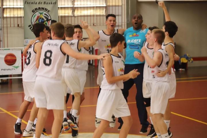 Clubes do basquete catarinense participam de reunião em Brusque para discutir sobre o futuro do Campeonato Brasileiro