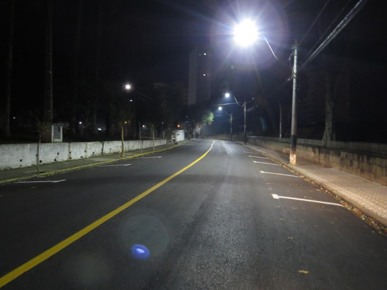 Nova iluminação pública traz economia e melhora luminosidade das ruas da cidade