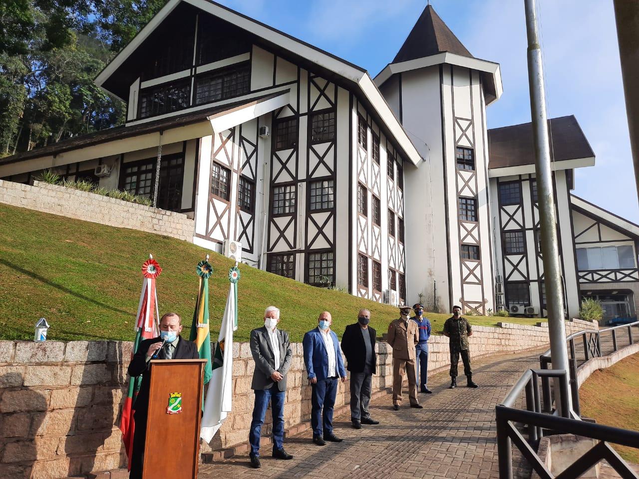 Prefeitura realiza ato cívico para marcar os 160 anos de Brusque