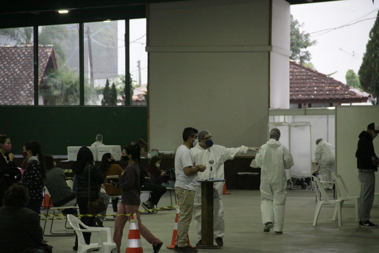 Secretário de Saúde avalia estágio atual da pandemia e anuncia novas medidas para redução de filas no Centro de Triagem