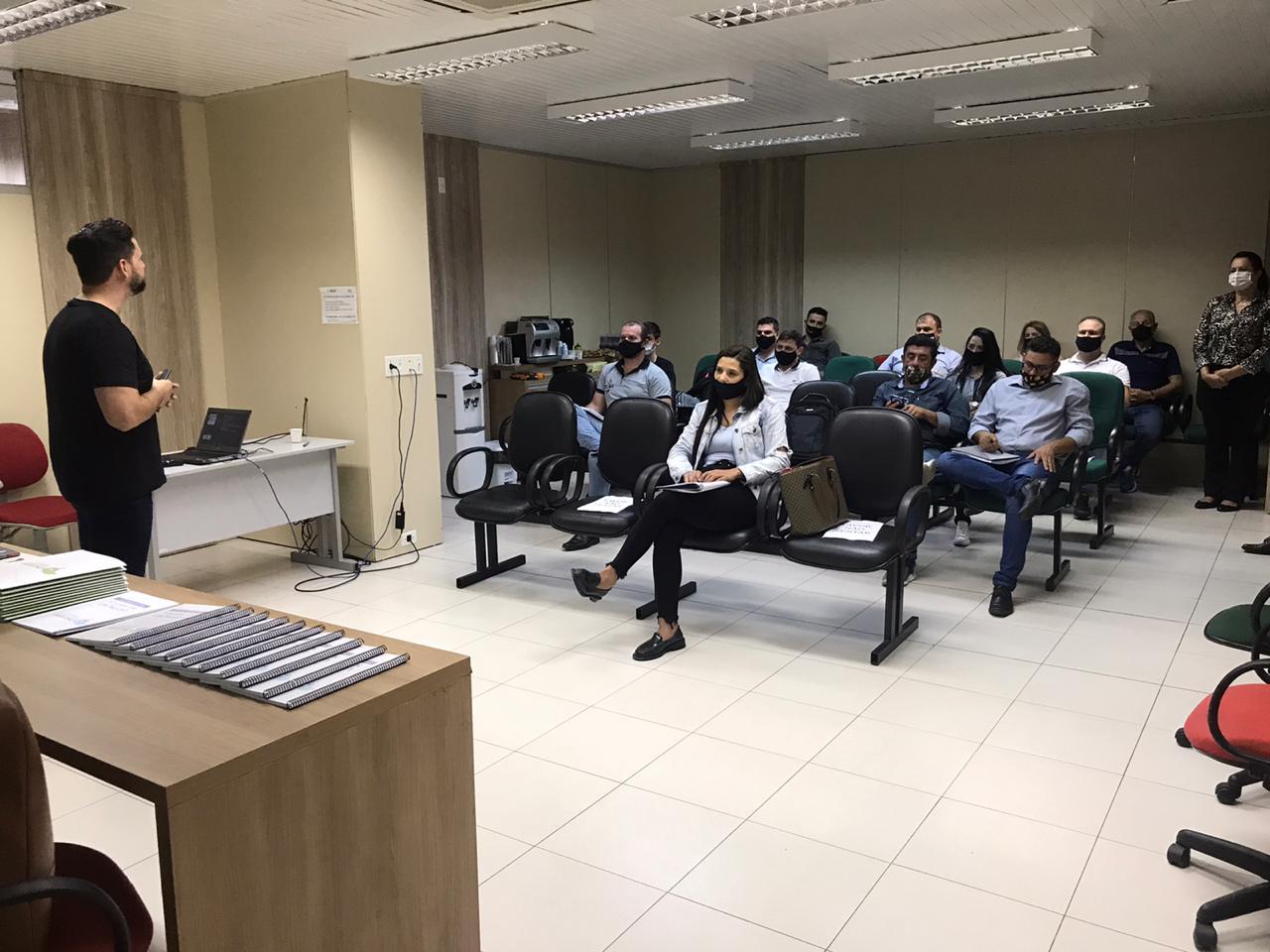 Prefeitura de Brusque e Observatório Social realizam primeira oficina sobre licitação