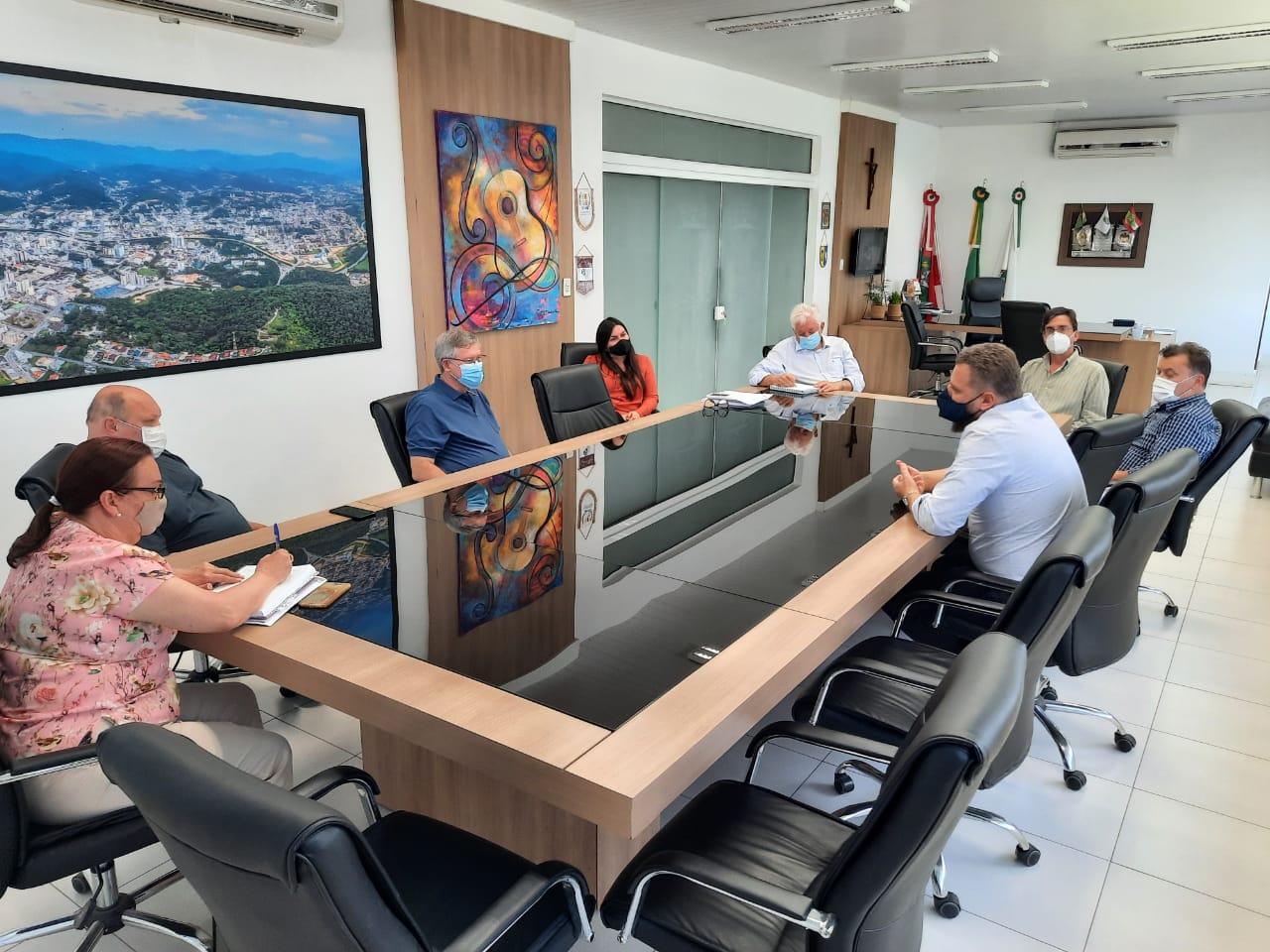 Retorno às aulas presenciais na região é tema de reunião