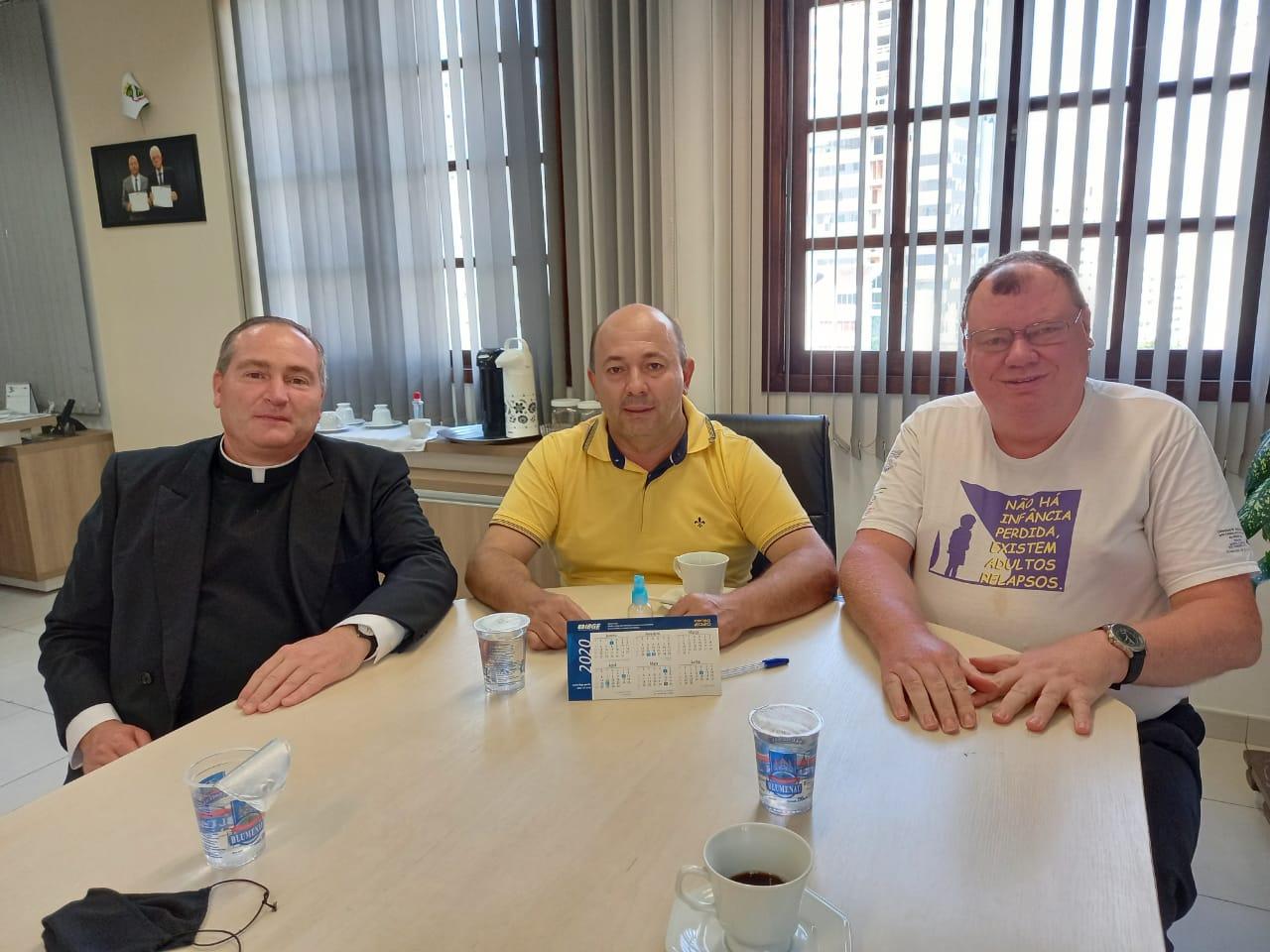 Vice-prefeito recebe visita de religioso