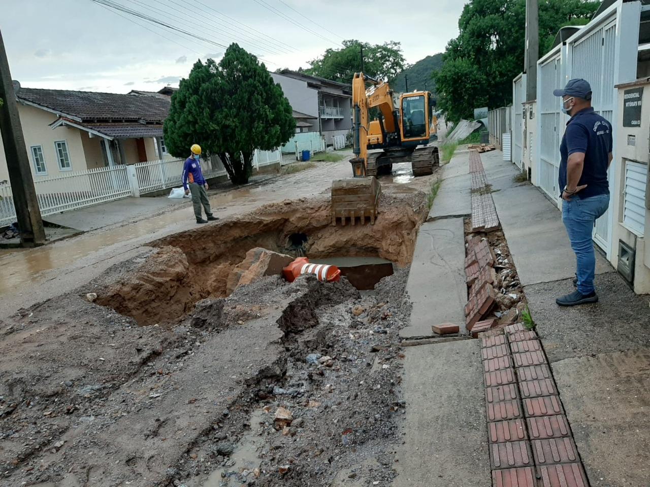 Defesa Civil faz balanço das ocorrências registradas após as chuvas deste sábado (12)