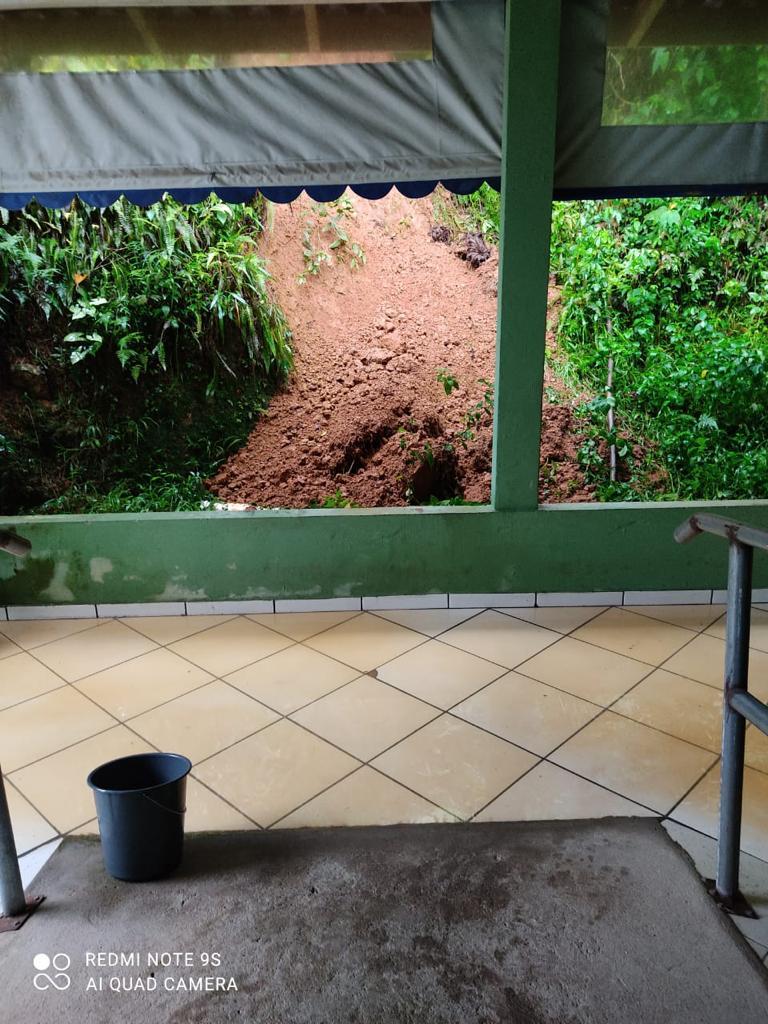 Cras Azambuja é interditado devido deslizamento nos fundos da estrutura