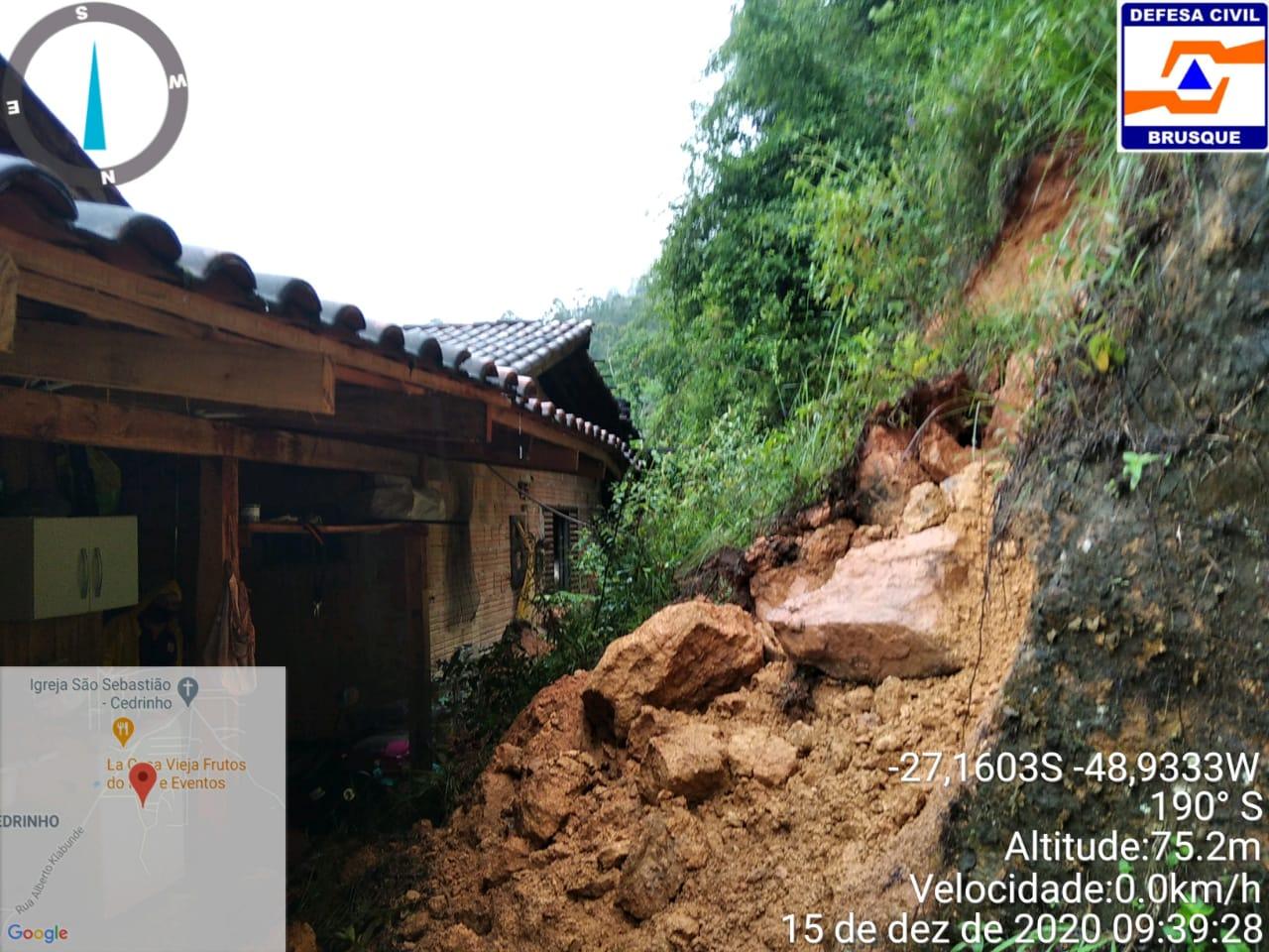 Defesa Civil entra em estado de atenção para possíveis deslizamentos de terra