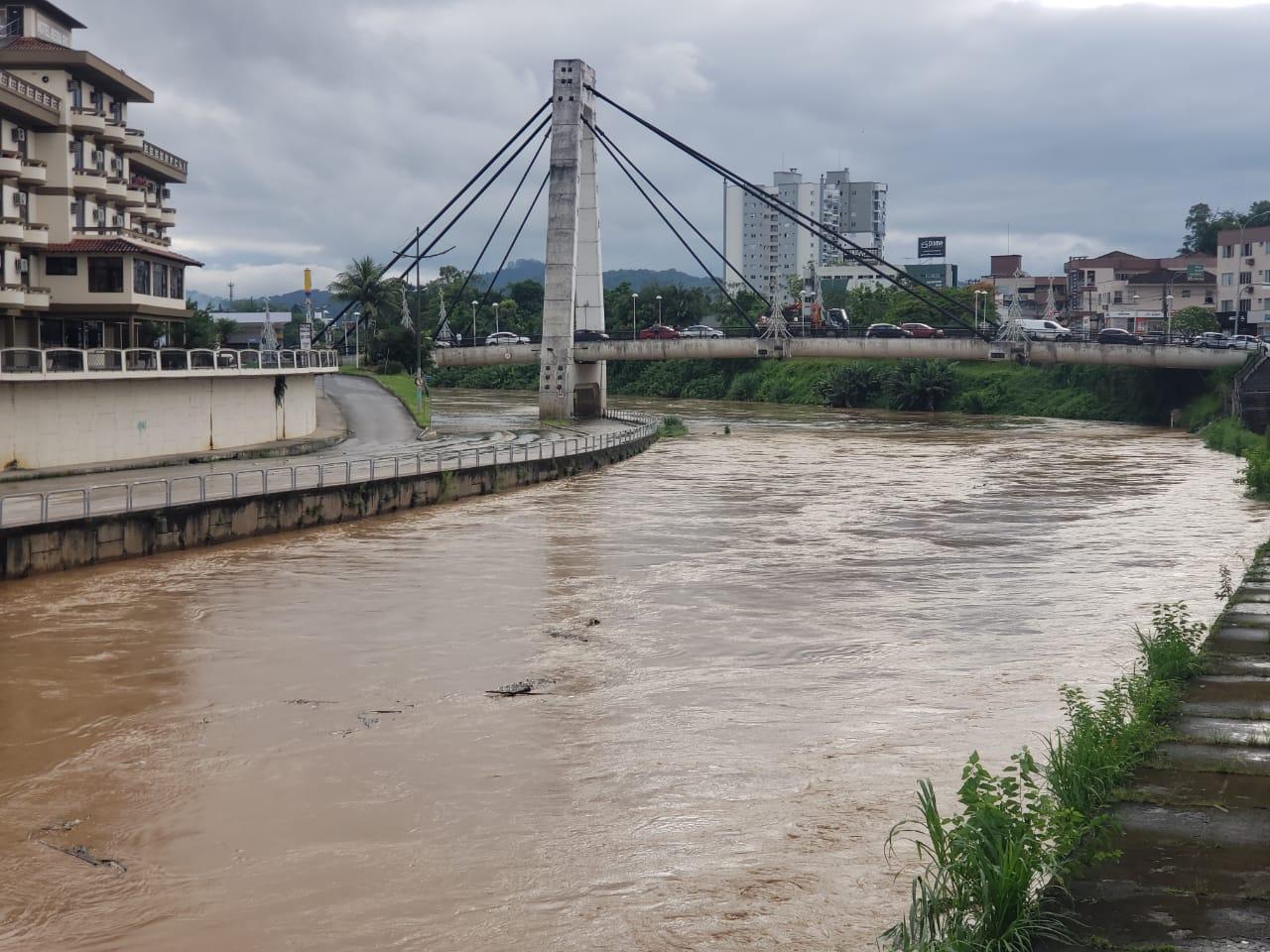 Rio Itajaí Mirim deve chegar a 6,5 metros por volta das 22h