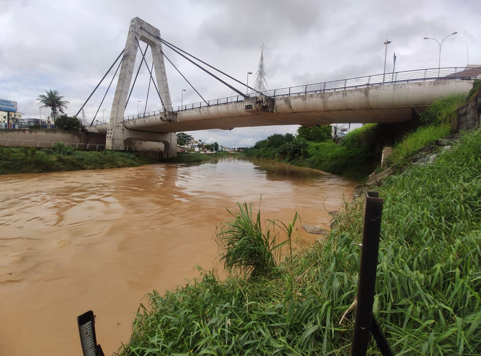Rio Itajaí-Mirim pode atingir 7,50 metros de altura nesta quinta-feira (17)
