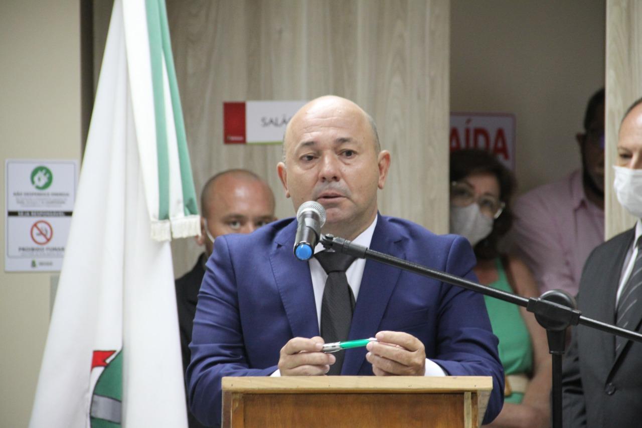Ari Vequi assume a prefeitura de Brusque