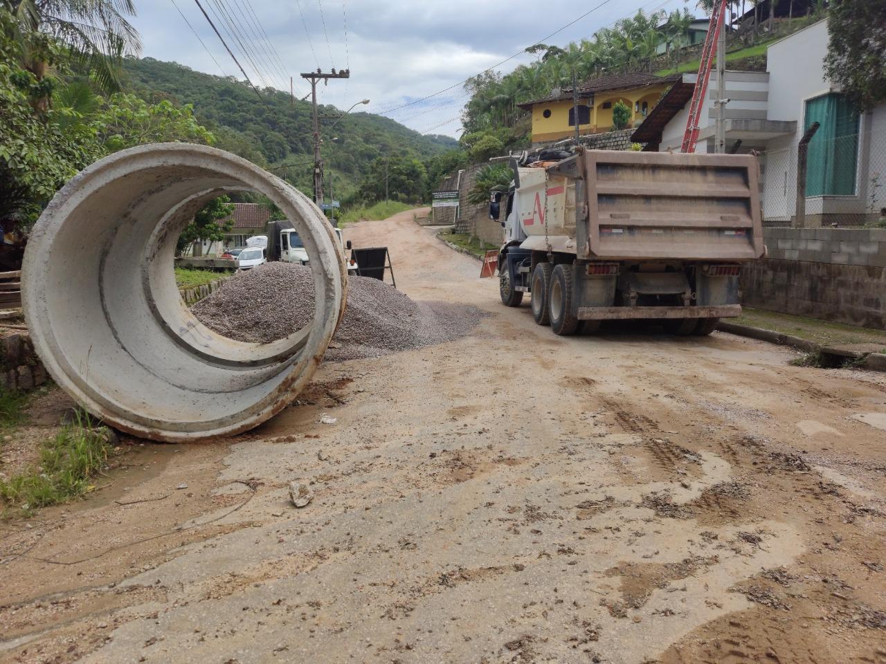 Prefeitura planeja mais uma frente de trabalho para agilizar obra na rua Poço Fundo