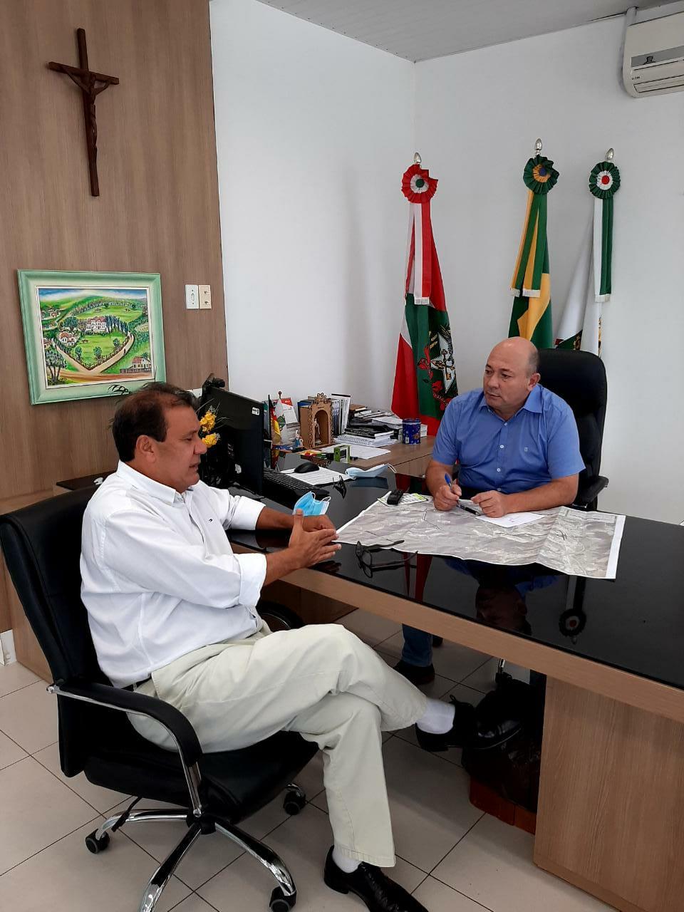Secretário de Saúde apresenta plano de vacinação ao prefeito Ari Vequi