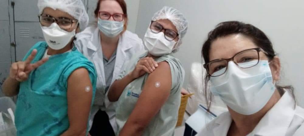 Iniciada imunização de profissionais de saúde nos hospitais de Brusque
